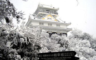 千載一隅!雪景色の岐阜城を楽しむ!