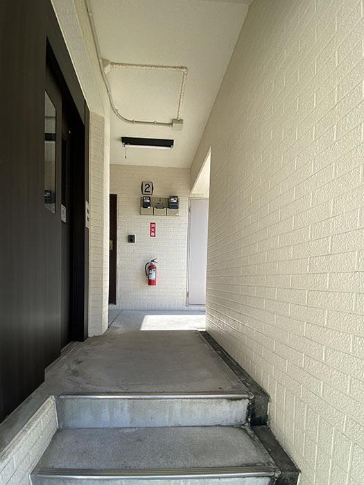 シーズンコート本陣駅前階段