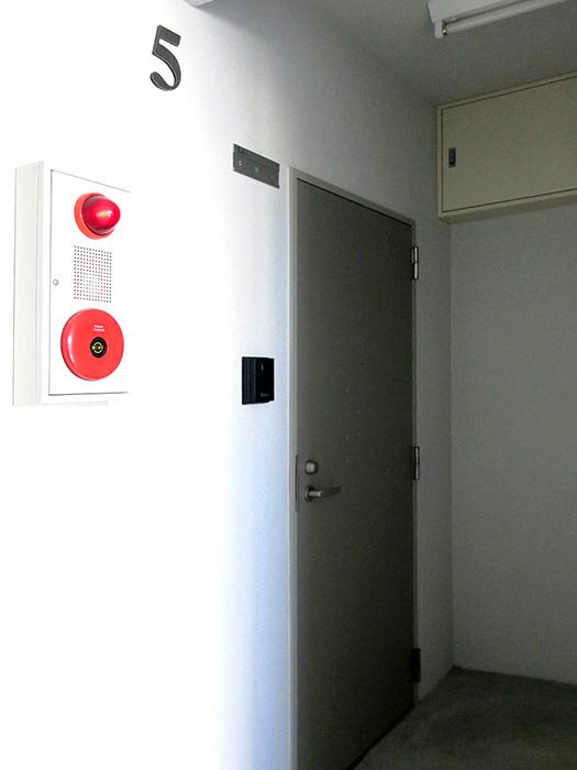 08_ドア前