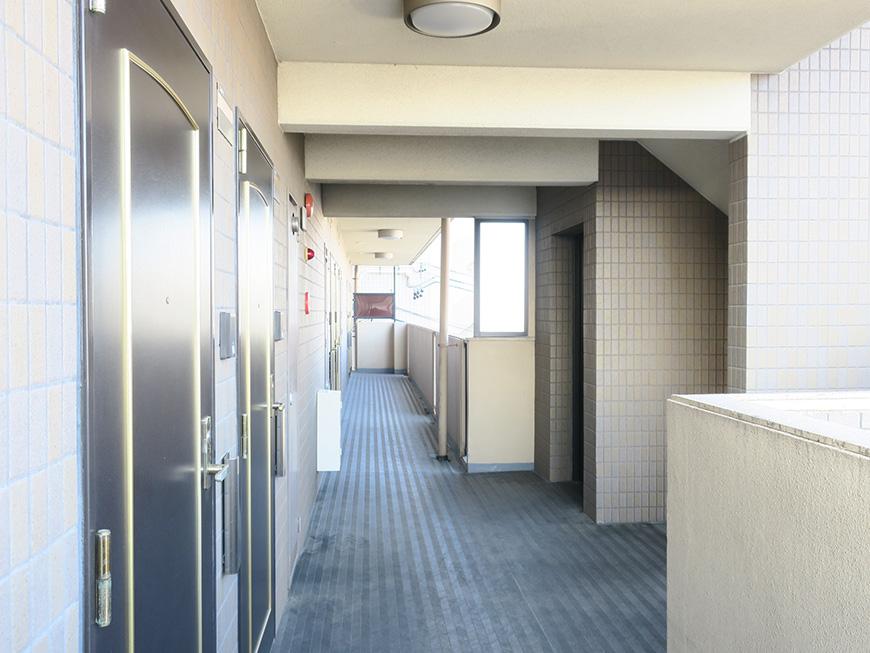 12_3階共用部廊下