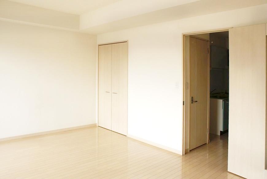 床も扉も薄くて優しいナチュラルカラー。