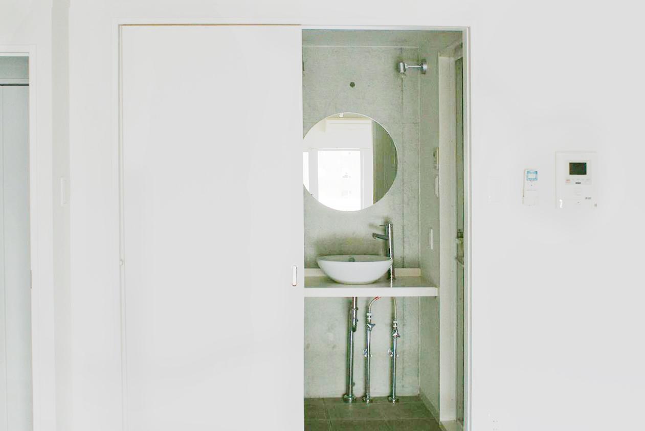 洗面は鏡もボールもとってもお洒落。