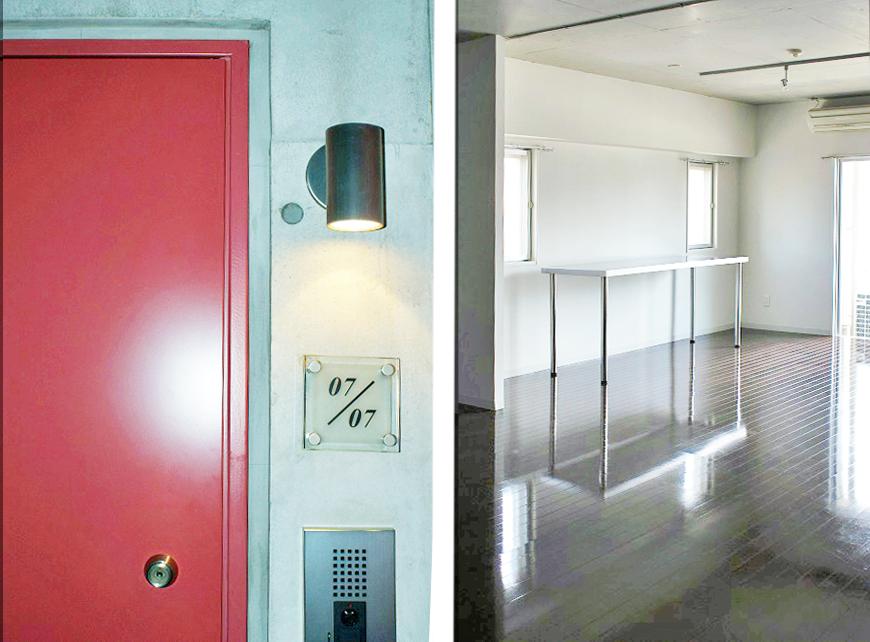 赤いドアの入り口にはライトが。