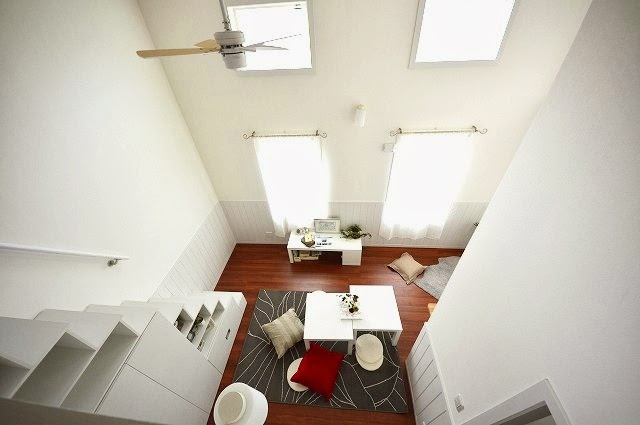 お部屋に入ると、天井高3.6mは開放感抜群!