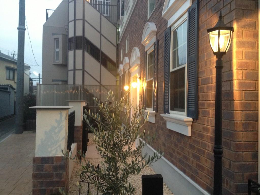 建物横にはヨーロッパの小路のようなスペース。IMG_2755