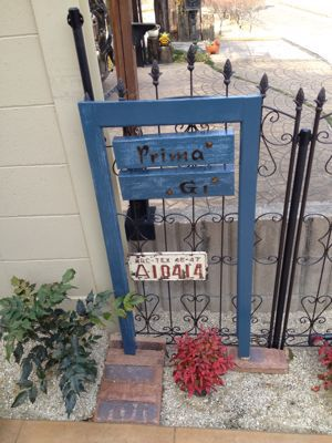 手作りのかわいい門扉。f0110553_5192293
