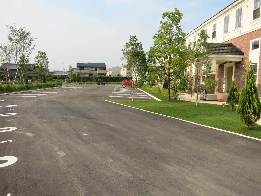 敷地は32世帯分+来客用駐車場(4台分)209