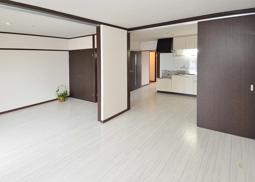 可動式間仕切りで開放的空間から、個別空間へ18_3部屋洋間_1154