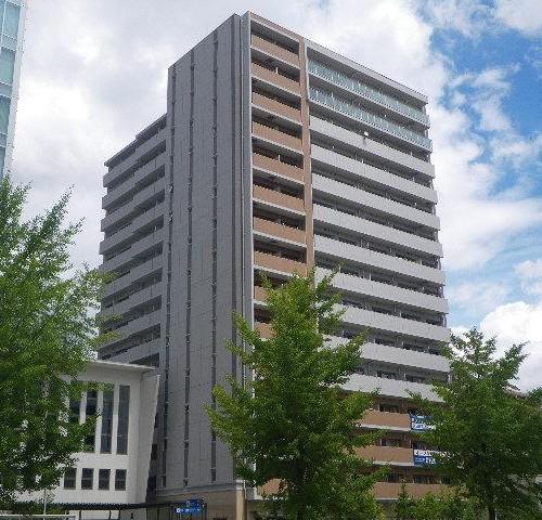地下鉄「高岳」駅の出口が隣接している好立地な建物です。