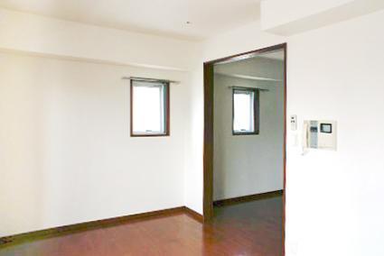 角部屋なので窓が多く、昼間は電気をつけずに過ごせます。