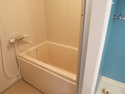 お風呂は1LDKなのに独立浴室で広くてゆっくりできそう。