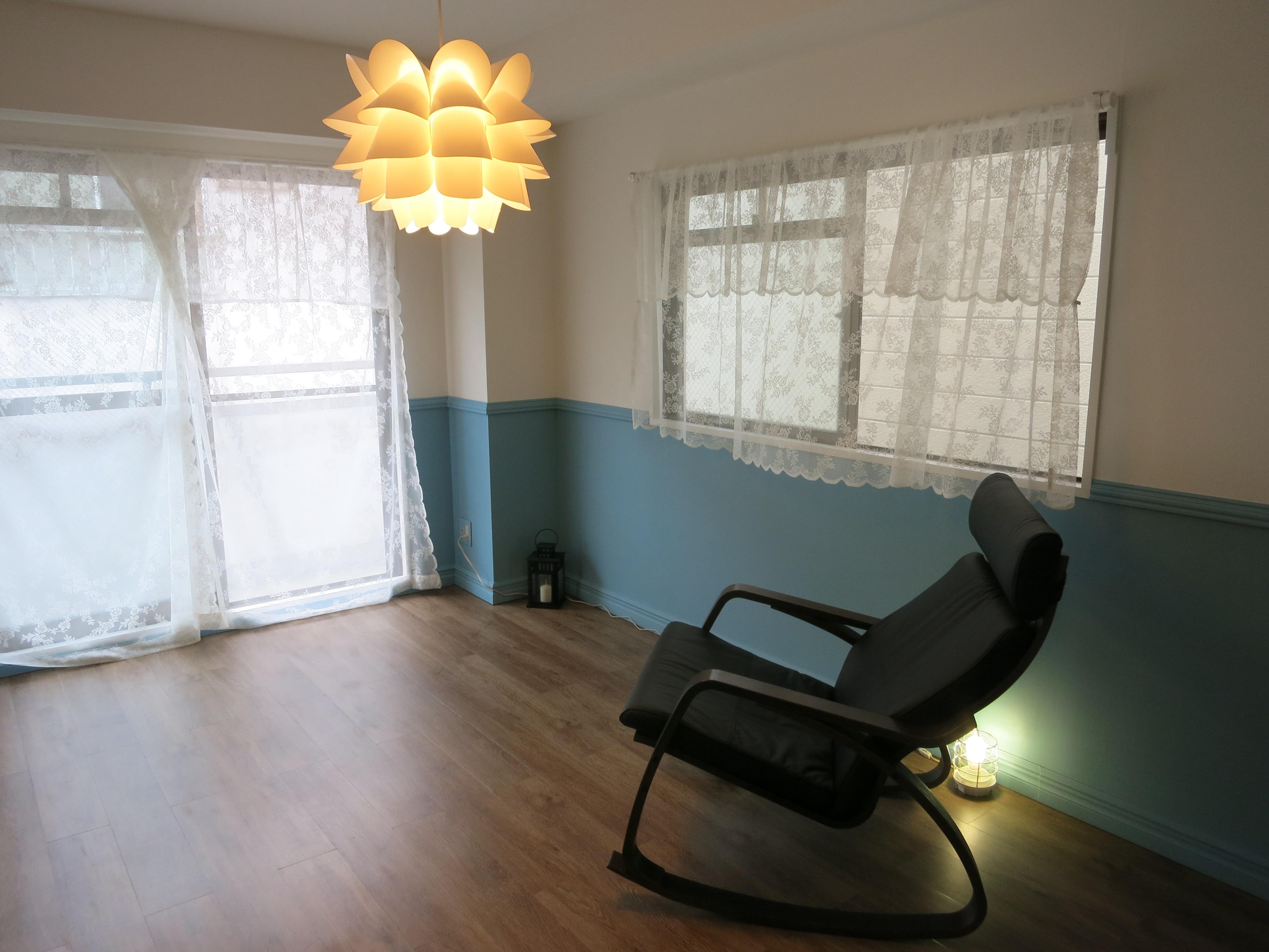 リビング隣の洋室は、ベランダと窓があってとっても明るいです。