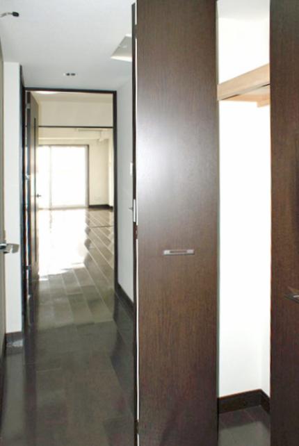 奥の続きのお部屋まで解放したら、とても広く明るいお部屋になります。