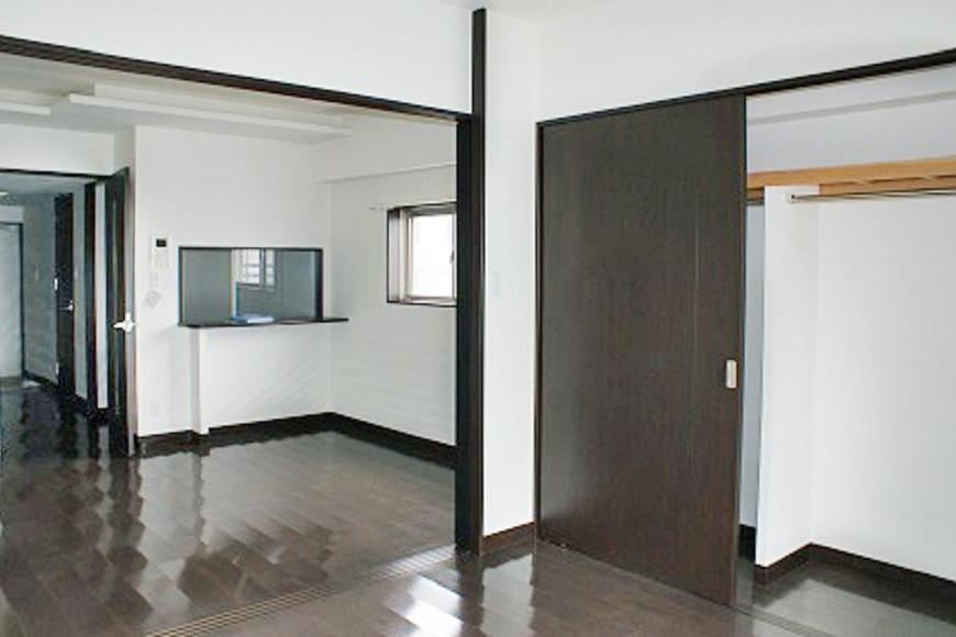 床や建具が落ち着いたダークブラウンなので、大人な雰囲気が漂います。