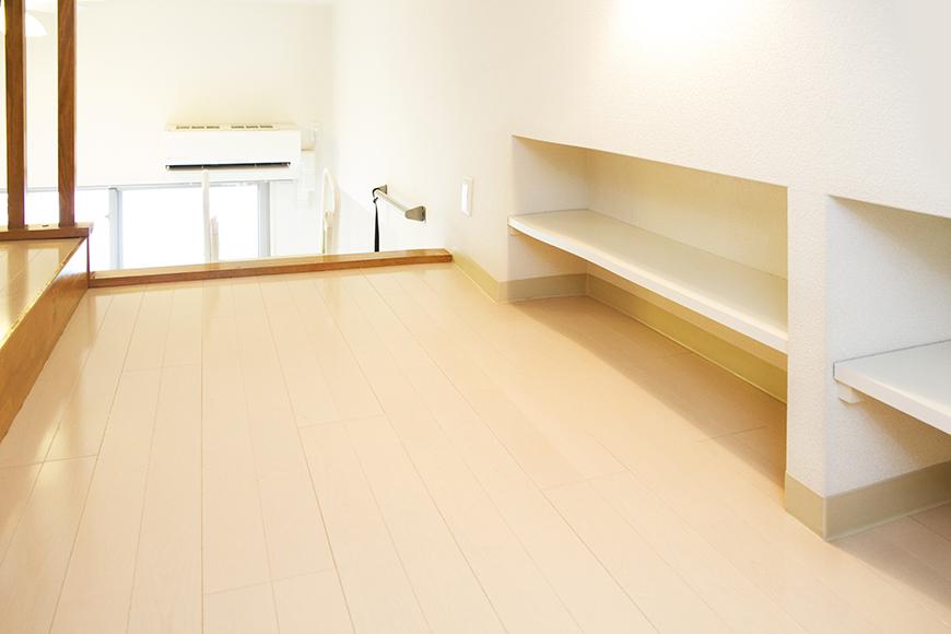 手の届くところに棚があり、自分満喫スペースに。大切なひとともimg_3178_1
