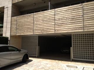 1階にある駐車場入口です。