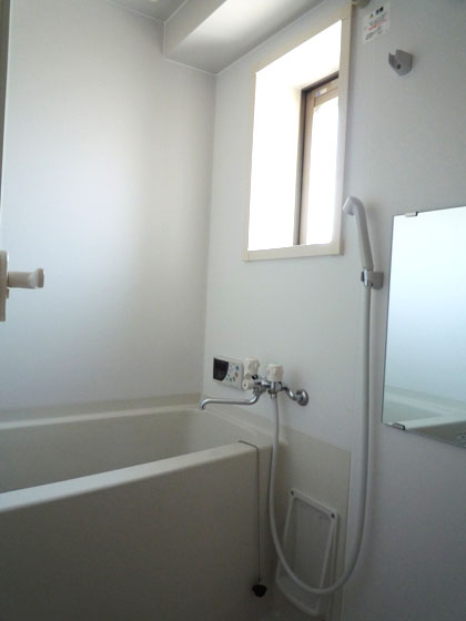 窓のあるバスルーム、いつでも換気できます。