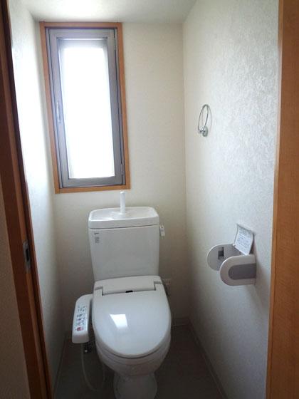 トイレにも窓があるなんて珍しい。いつでも換気できます。
