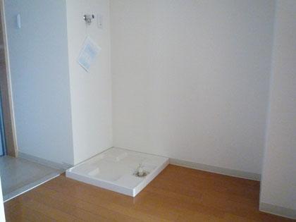 もちろん洗濯機置き場も備えられています。