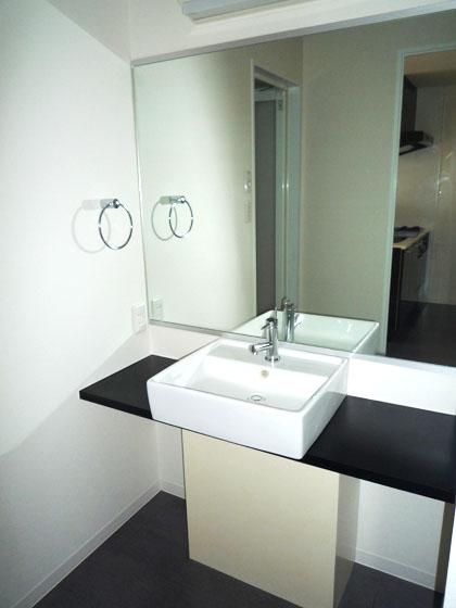 まるで、ホテルのようなかっこいい洗面台です。