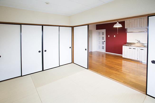 和室には押し入れもあるので、収納はバッチリです。