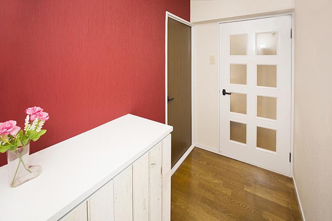 明るいイメージな赤の壁8a0a2470_1