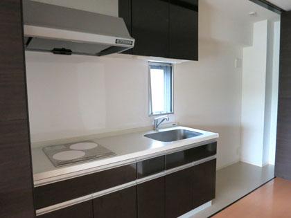 広々としたキッチン。冷蔵庫スペースもゆったりなのが嬉しいです。