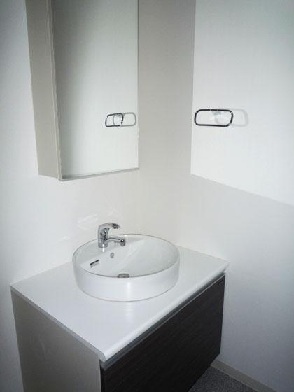 独立型の洗面がまぁるくてかわいいです。