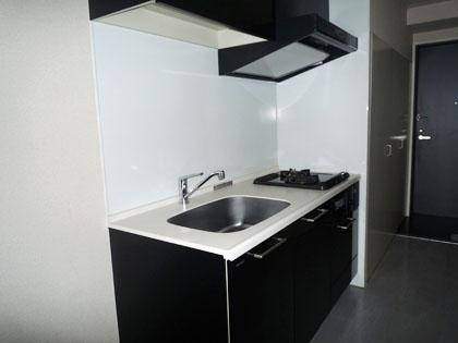 415号室のキッチンは、703号室より少しコンパクトです。