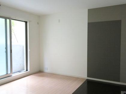 地階だけど、窓からの光で明るいお部屋になっています。