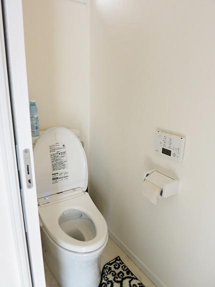 2階にもトイレがあるので、人数がいても安心です。