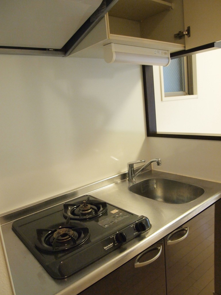 キッチンも2口コンロなので、お料理の幅も広がります。