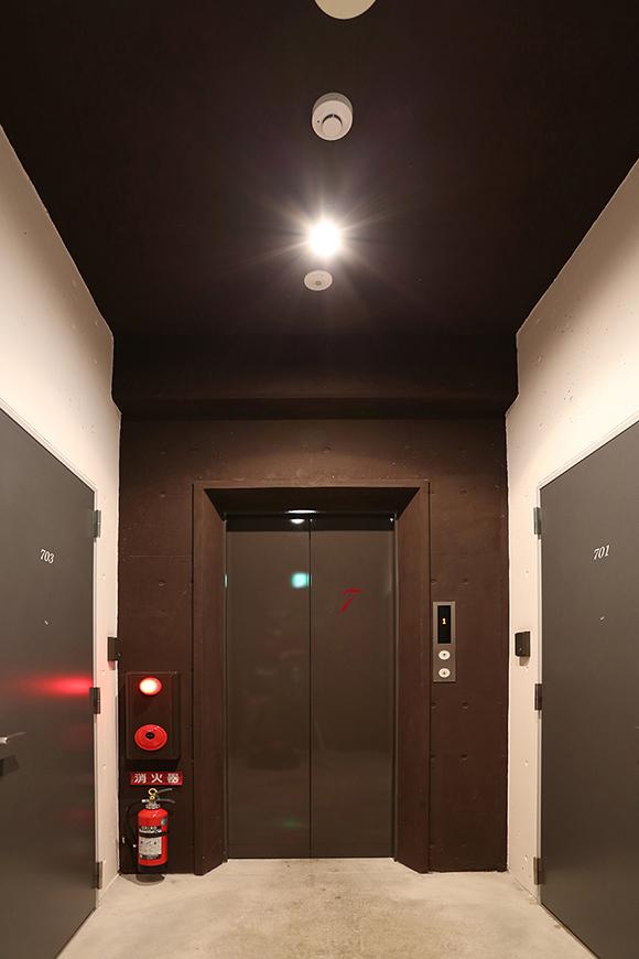 七階エレベーターホール8a0a4489_1jpg