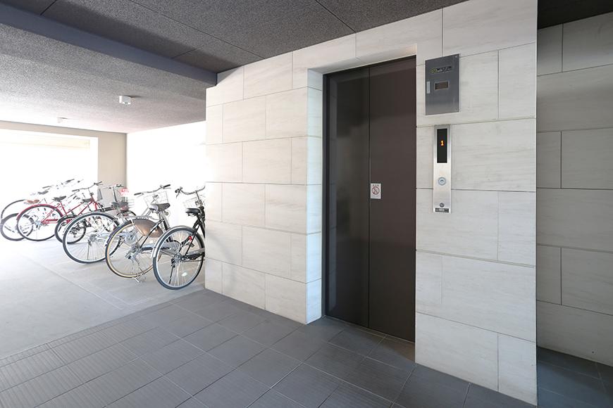 一階エレベーターホール&駐輪場8a0a4497_1