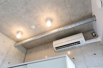 エアコンもお部屋に完備されています。