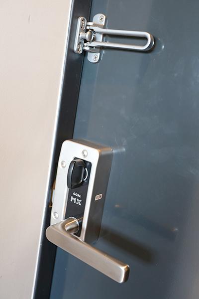 玄関ドアの施錠も頑丈で安心です。