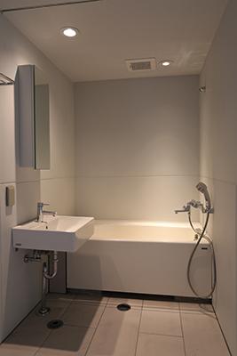 照明が3パターン楽しめるバスルーム。その日の気分で選びたいですね。