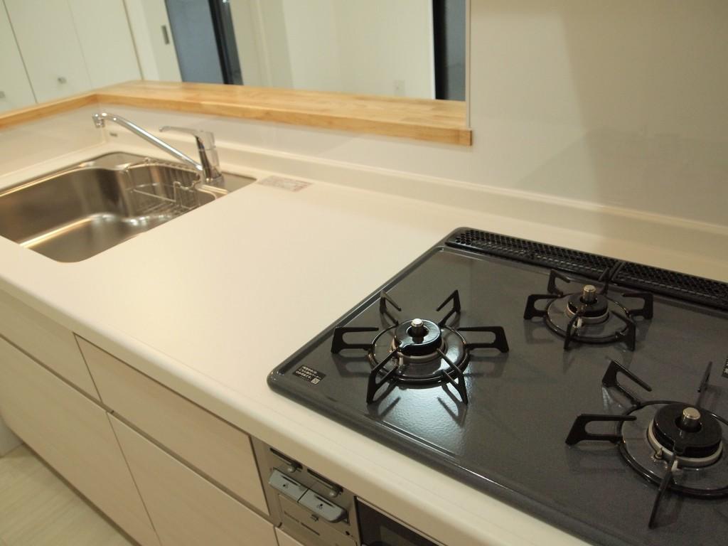 もちろん、201号室のキッチンも3口コンロ!