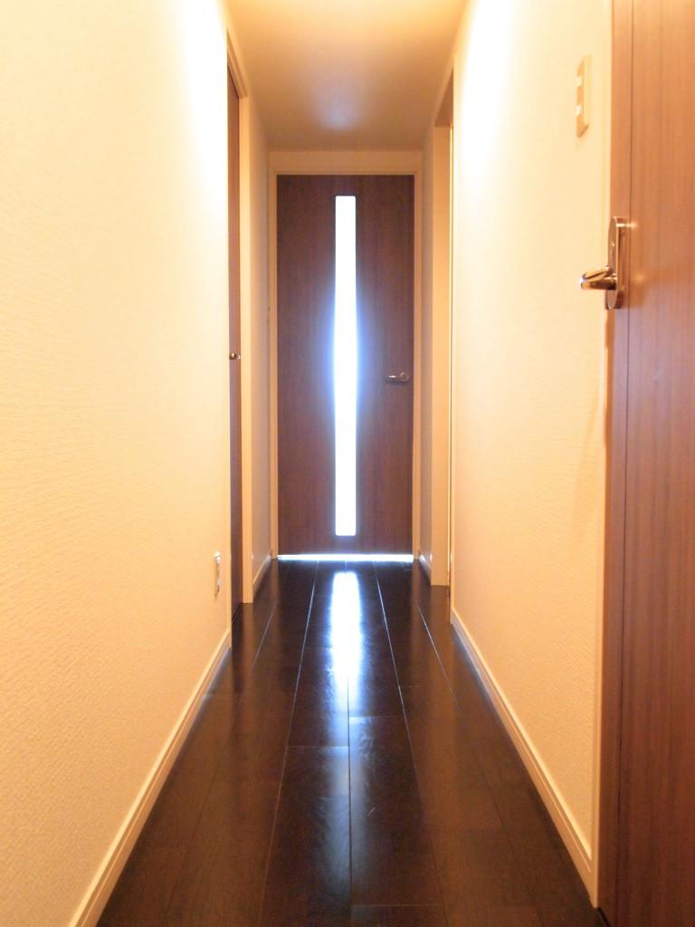 駅近の1LDKなのに、きちんと廊下でお部屋が仕切られてるのが嬉しい。