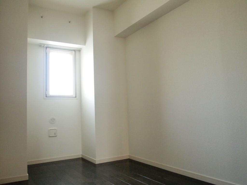 5.1帖の洋室。窓からの光でお部屋も明るいです。