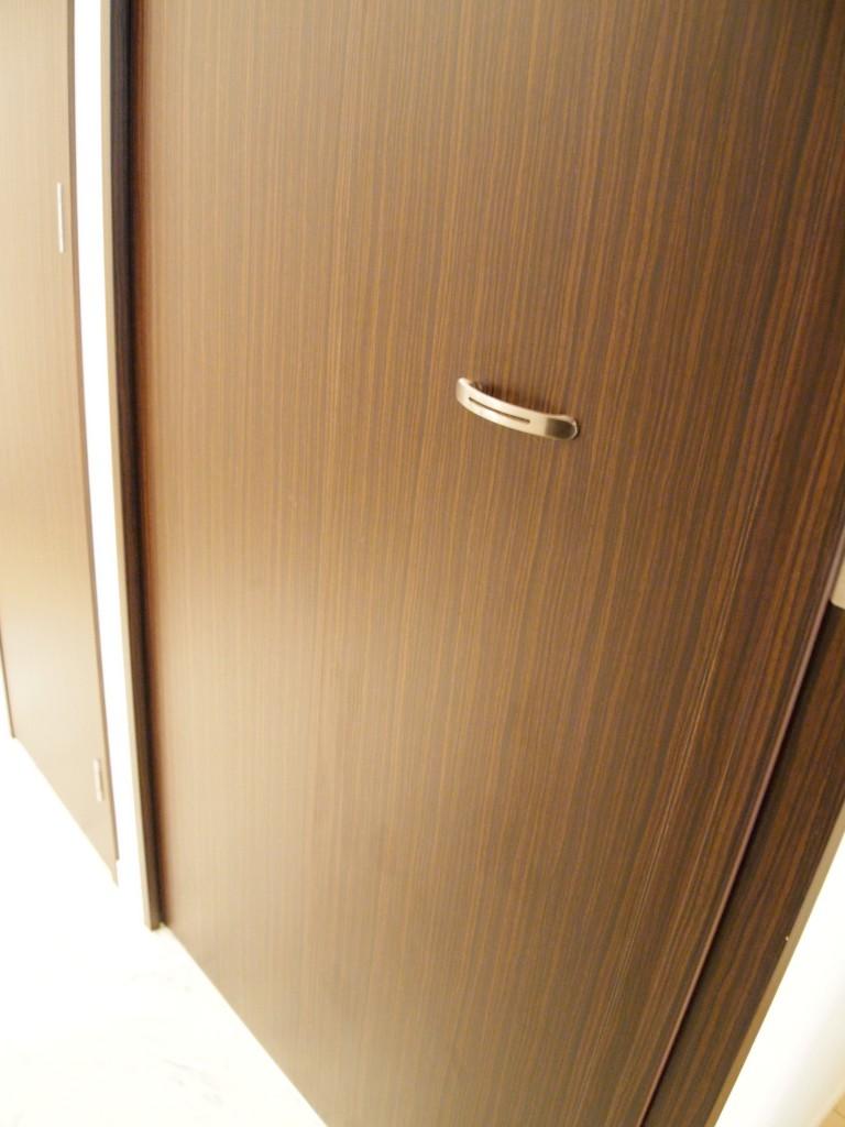 目隠しできる、洗濯パンの扉です。