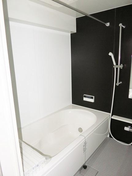 浴室が1坪サイズの浴槽が大きなバスルーム。