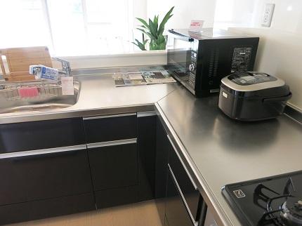 L型のキッチンは使い勝手がよさそう。