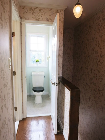 明るい清潔感のあるかわいいトイレです。