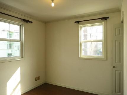 2階の6帖の洋室。この部屋に階段がついています。
