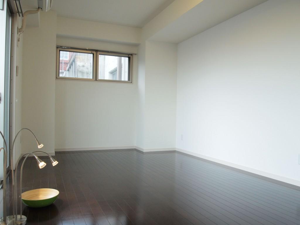 玄関とLDKとの間に、10帖の明るい個室があります。
