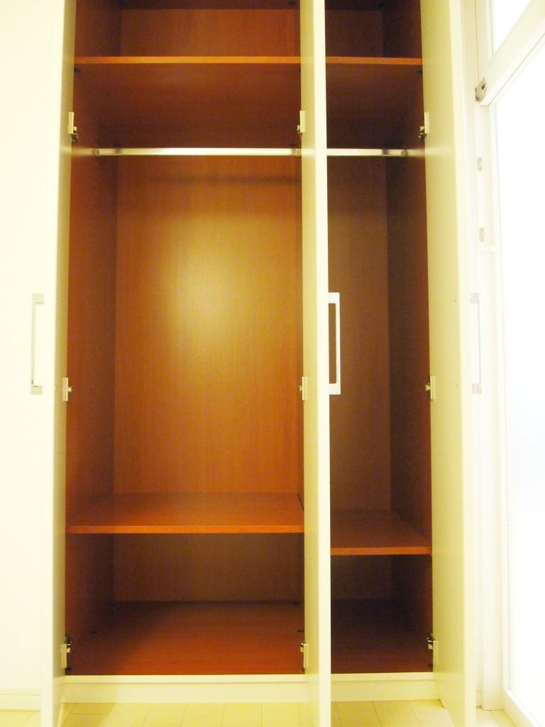 5帖の洋室には、収納力抜群なクロークもあります。