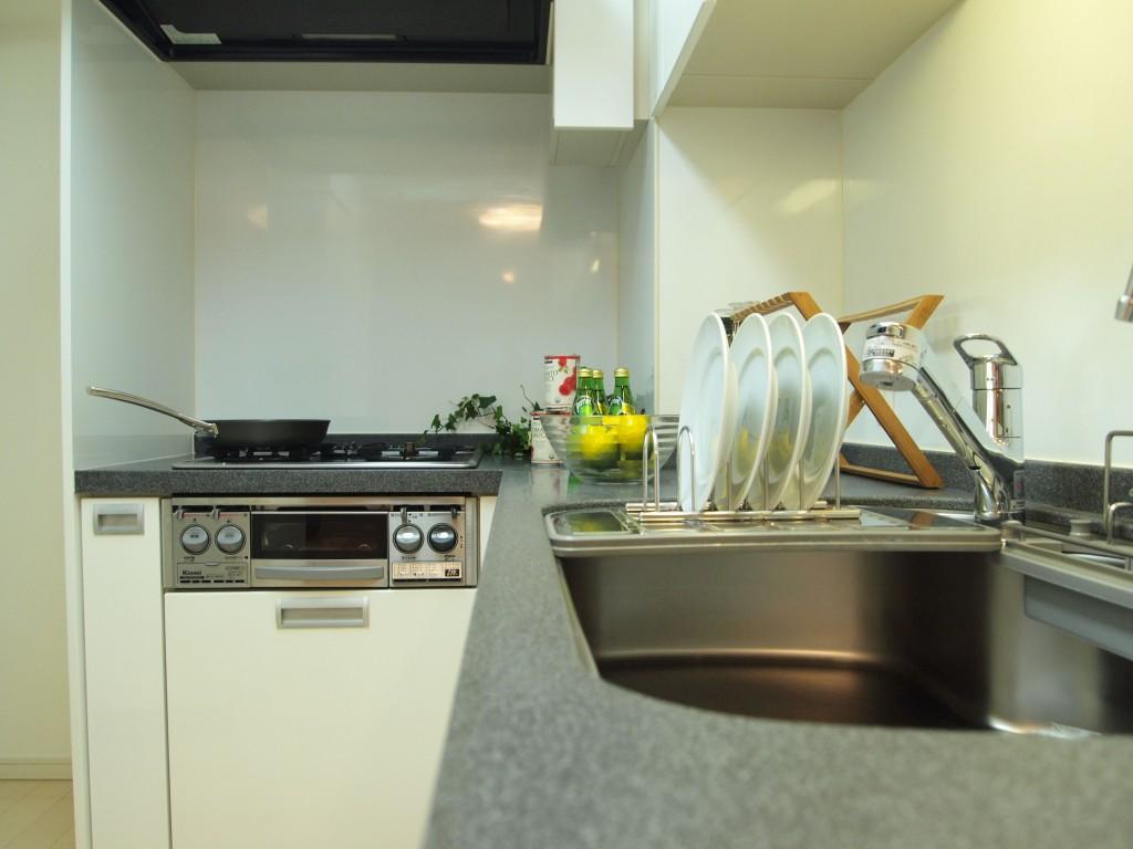 キッチンはL字型なので、使い勝手よさそう。
