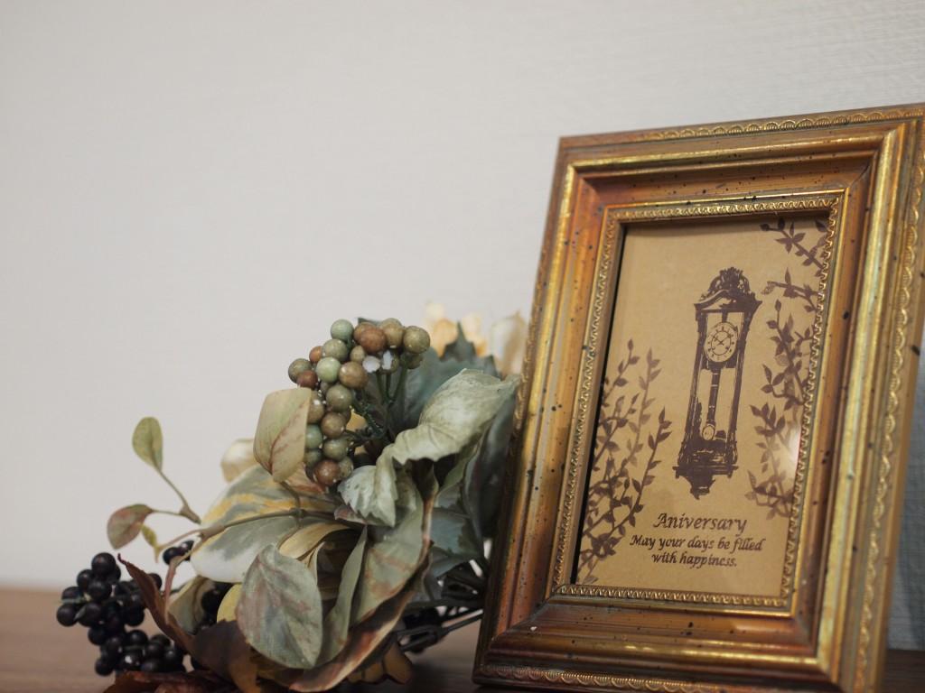 お洒落な飾り物が映えるお部屋です。