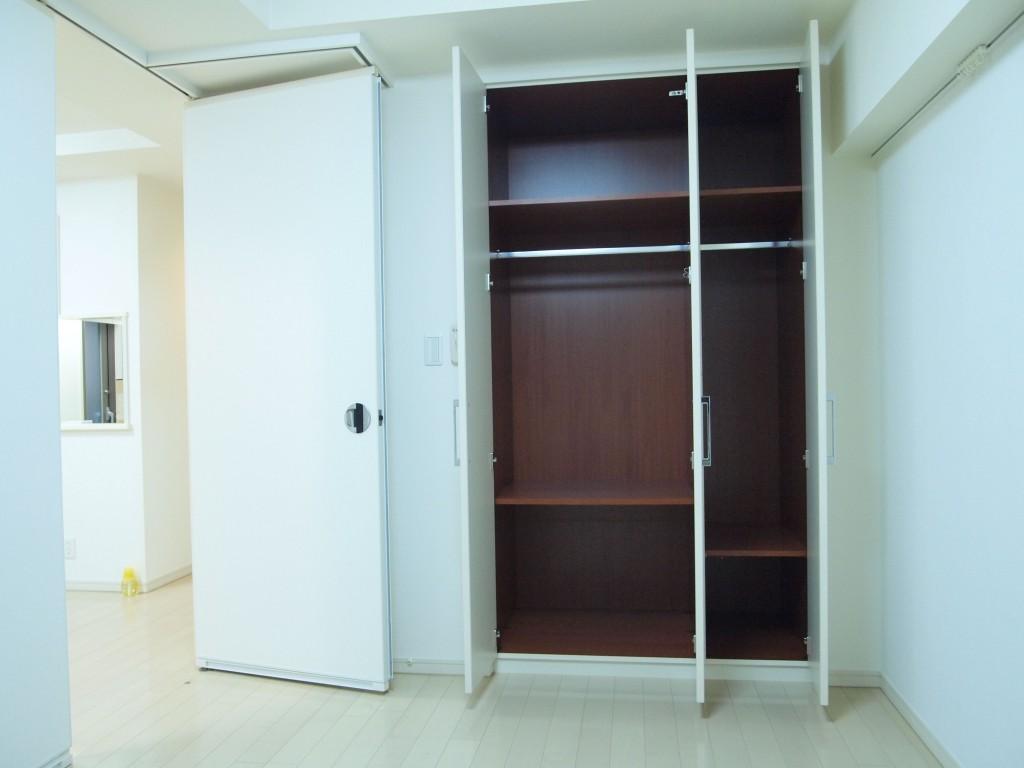 701号室の洋室にも、クロークがついています。